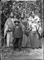 High Pipes's wife and 4 children