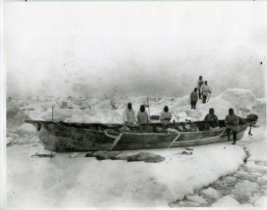 Hunting crew with oomiak