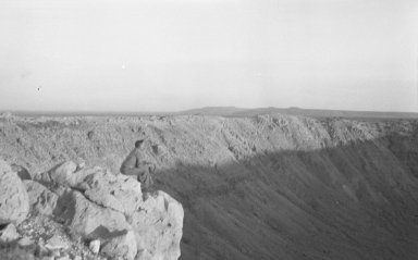 Harvey Nininger looking into crater from rim