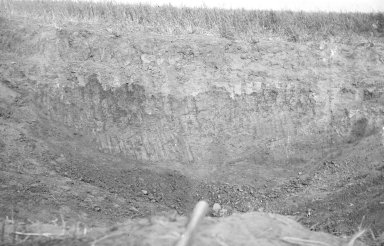 Cross section of crater with exposed meteorodes