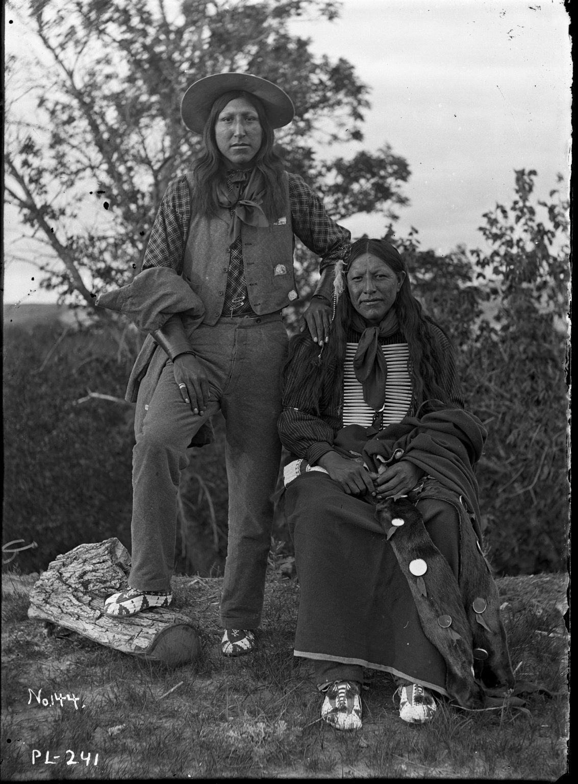 2 Sioux men