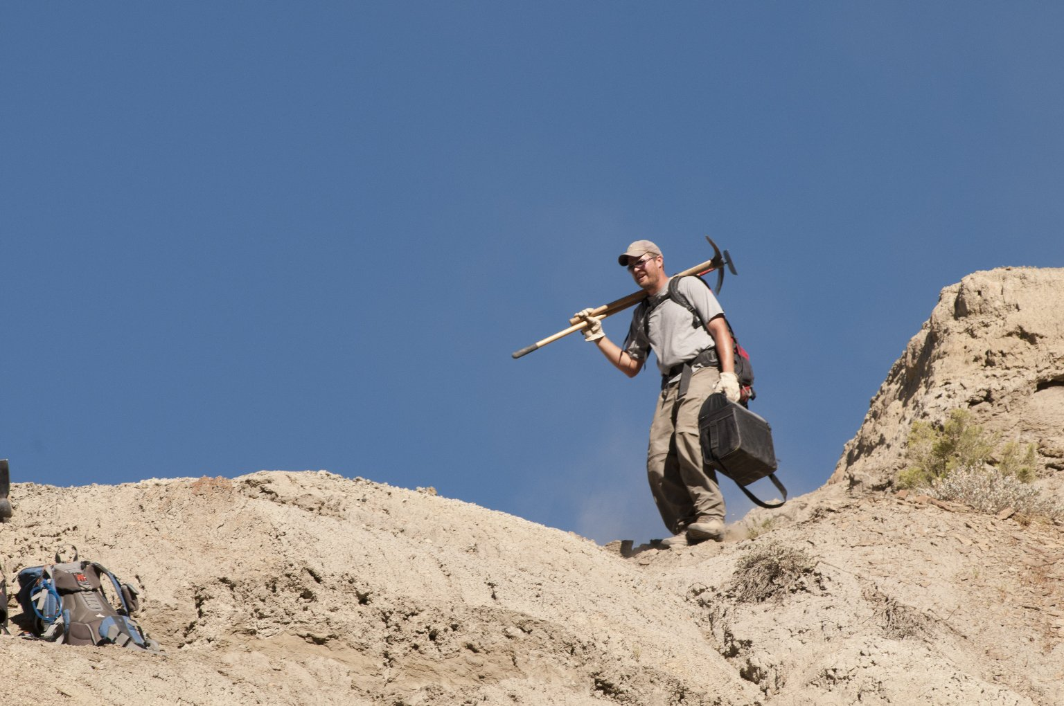 Dr. Ian Miller hauls tools to an excavation site on the Kaiparowits Plateau.