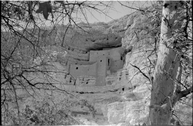 Montezuma Castle cliff dwelling