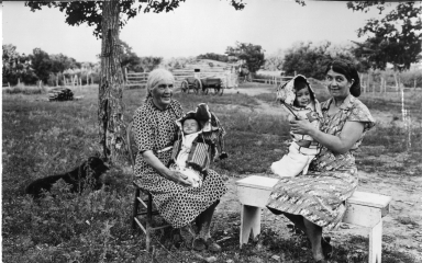 Two Sioux women with babies