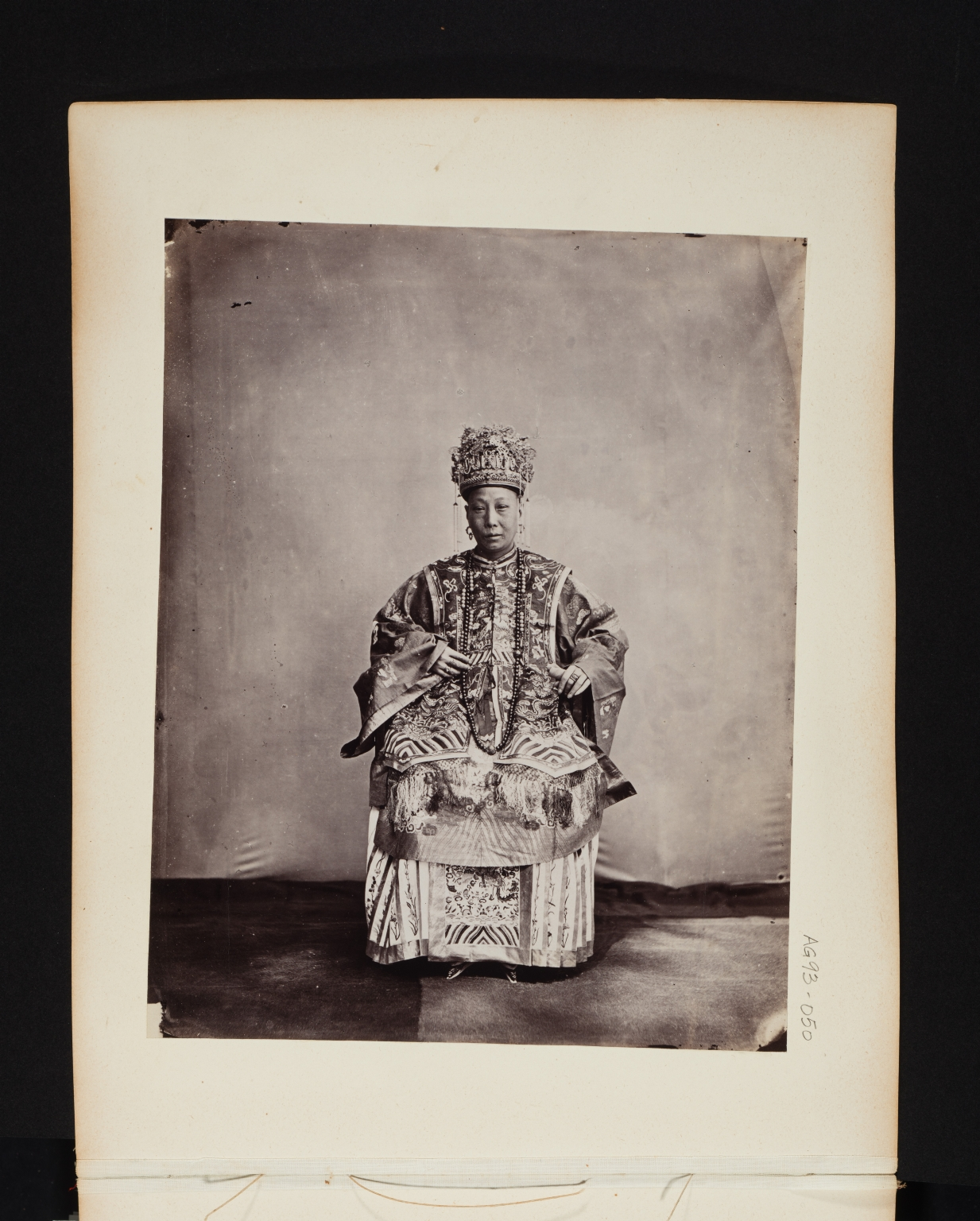Portrait of a Chinese with elaborate robes and a crown.