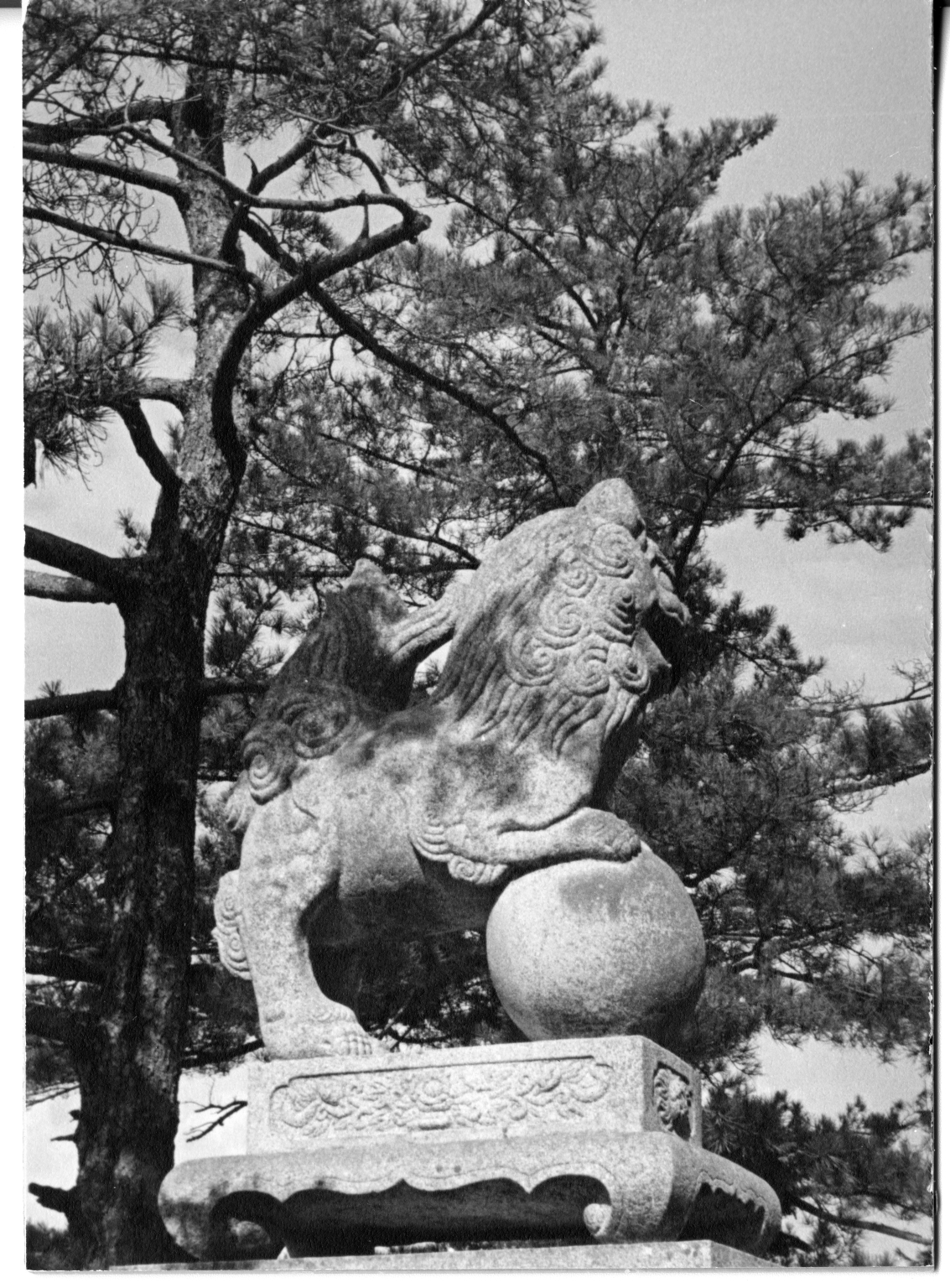 Stone lion at Itsukushima shrine
