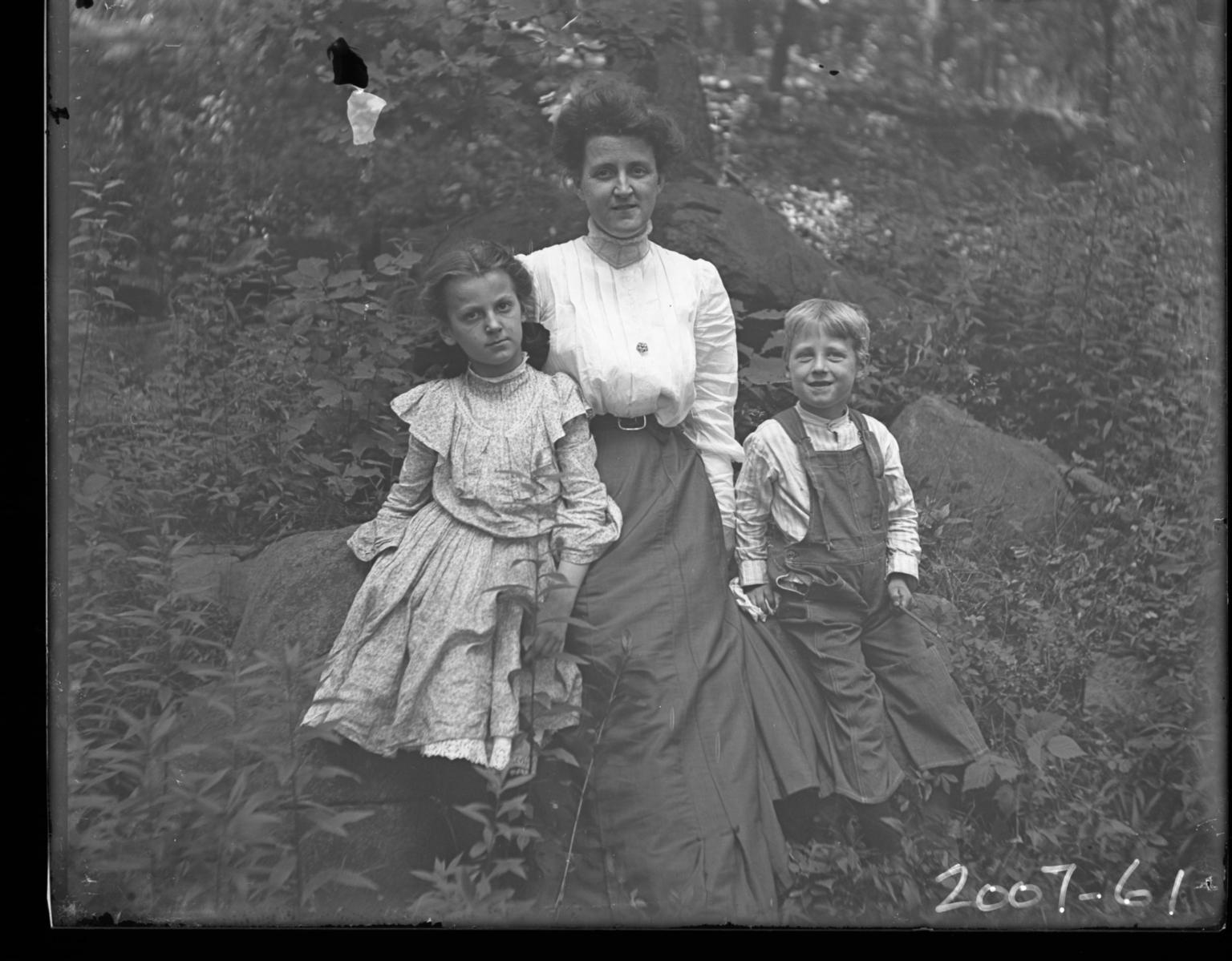Mrs. J D. Figgins and her children