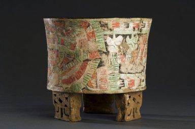 Ceramic tripod bowl