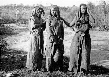 Abyssinia, women near Sheikh Hussein