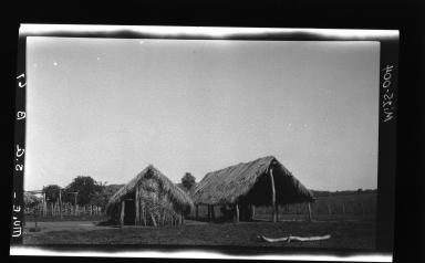 Native huts at Ceno Bogodo, Descalvados