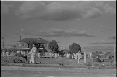 Bowling in the town of Hay