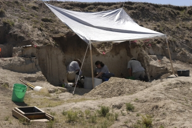 Steve Holen and Richard Stucky excavating the Kanorado site