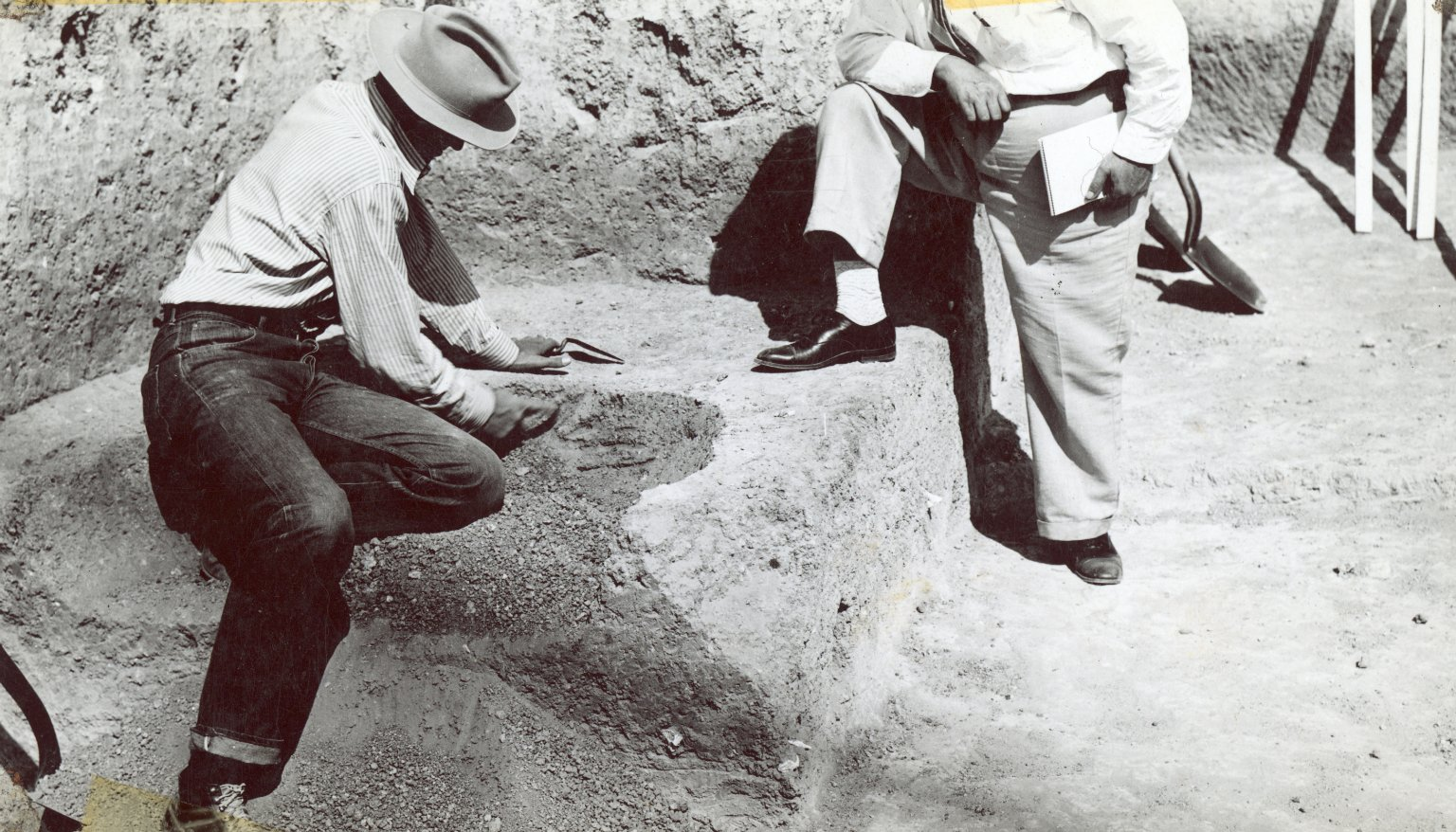 Charles Scoggin and visitor to Lindenmeier site