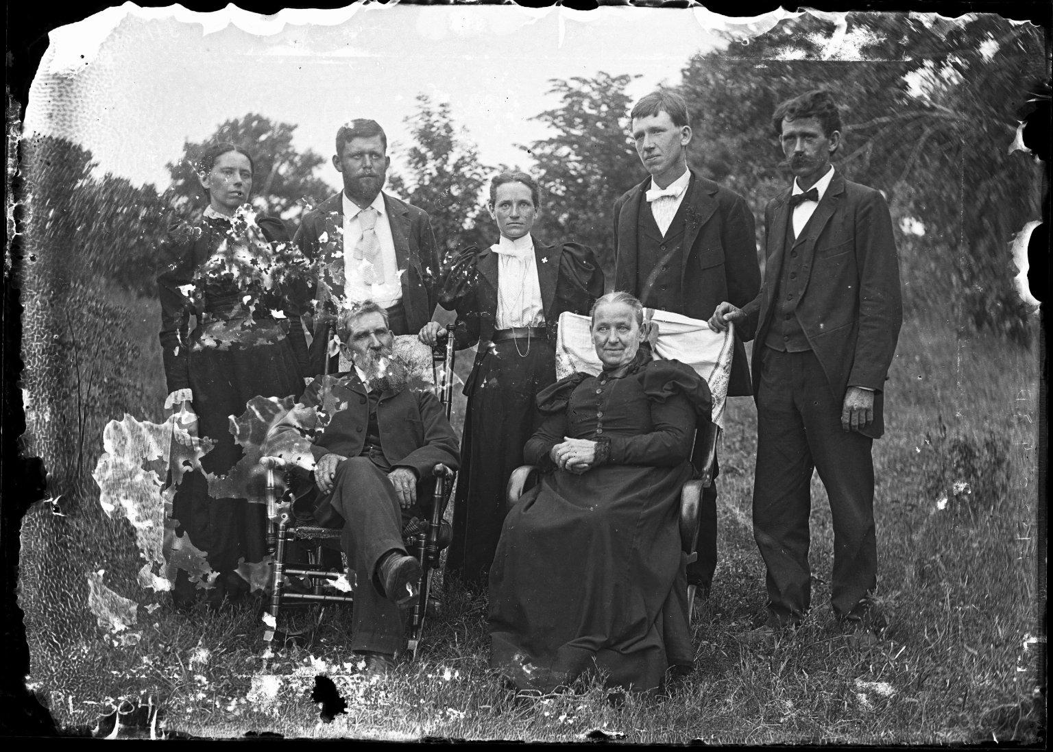 Joseph Bratley family group [sitting]