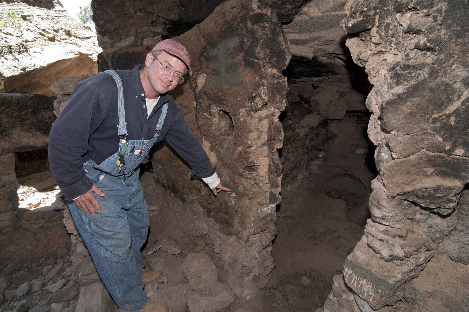 Dr.Steve Nash points out a feature at the Hinkle Park Cliff Dwelling site.