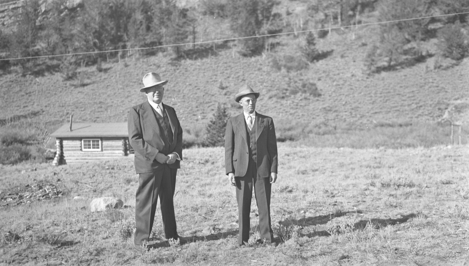 H.H. Nininger (R) and unidentified man