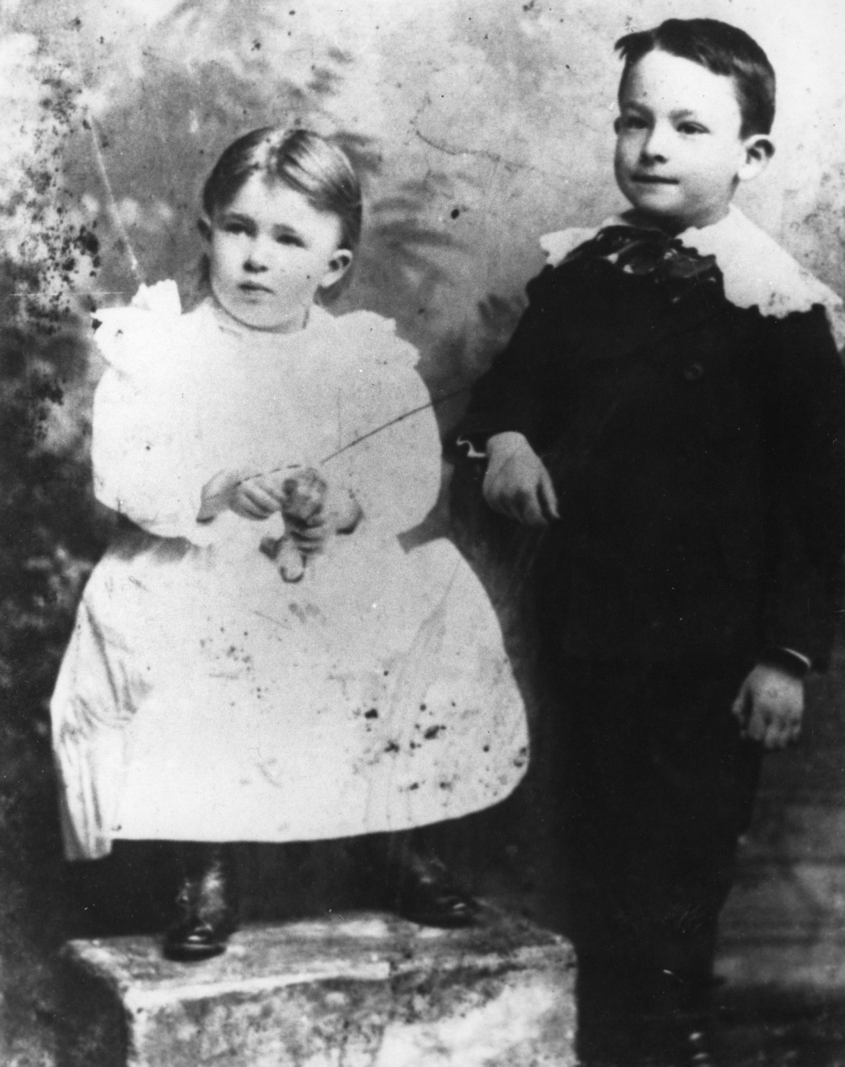 Ruth and Robert Underhill as ChilDr.en