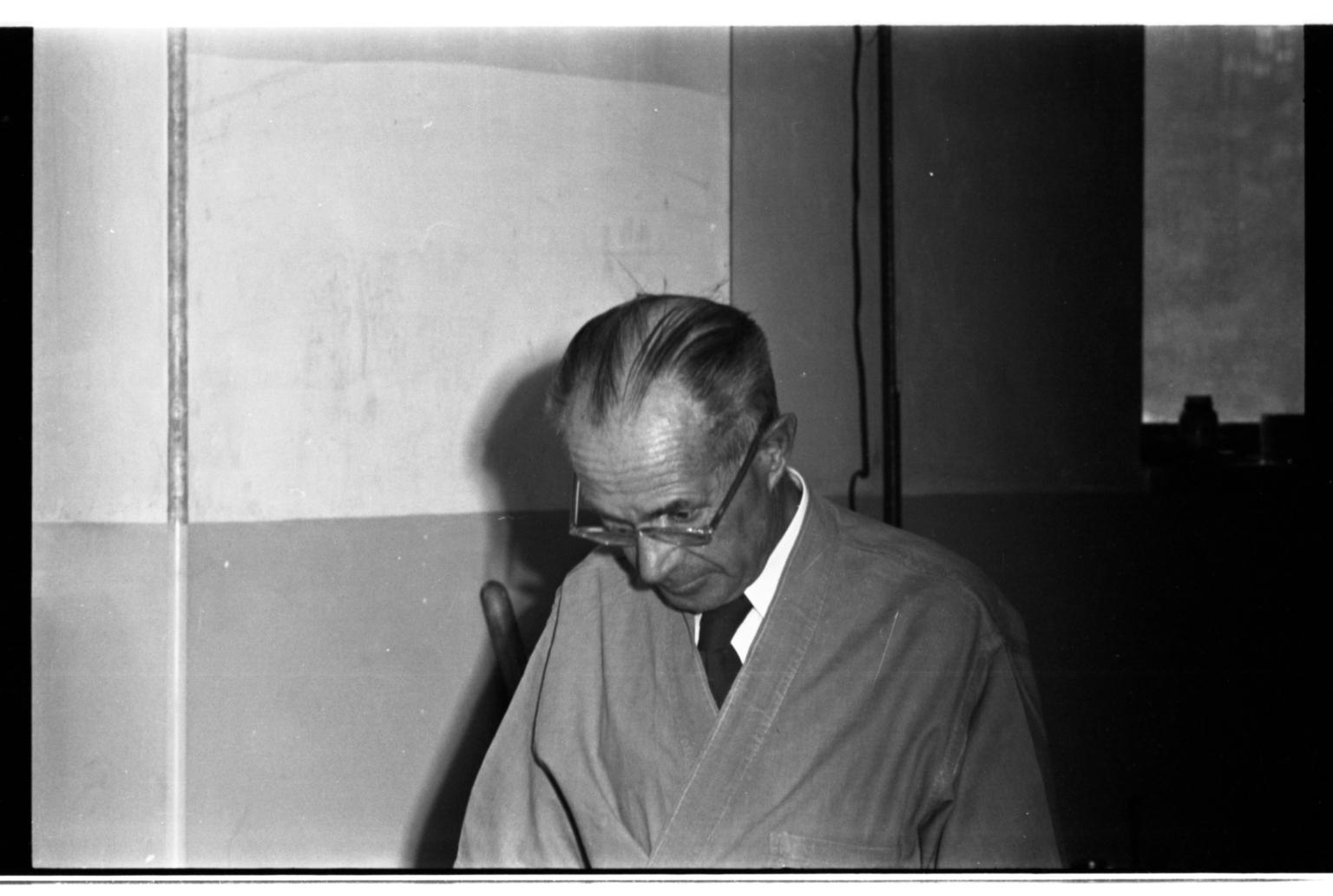 Robert J. Niedrach